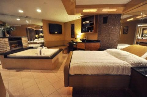 Jacuzzi Suites In Chicago With Jacuzzi